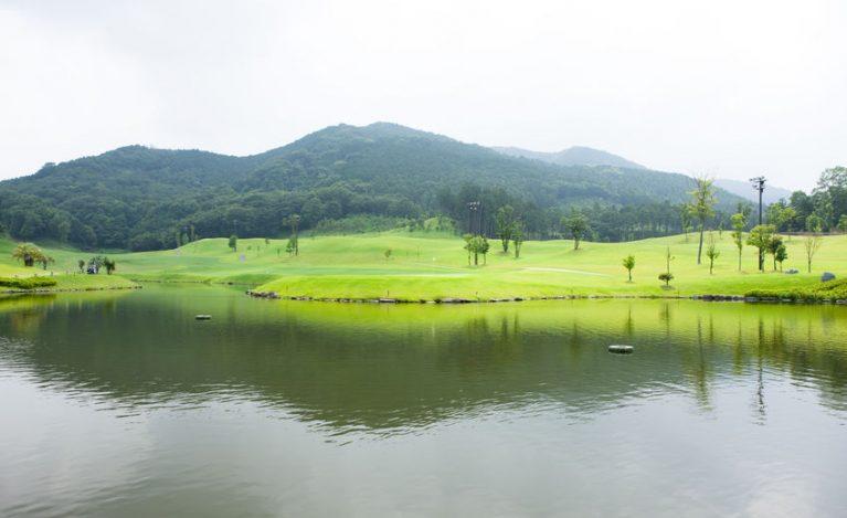 ゴルフ場 池